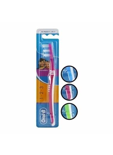 Oral-B OralB Classic Medium Diş FırÇası Renksiz